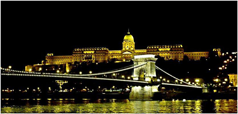 """Budapest , le """"Pont des chaines"""""""