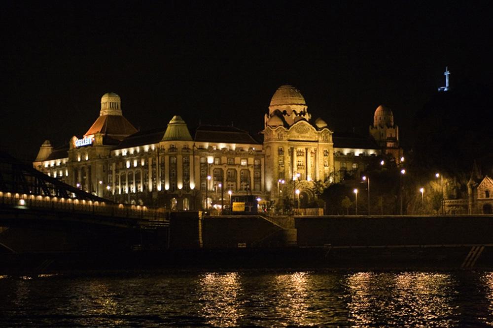 BUDAPEST : Les Bains GELLER