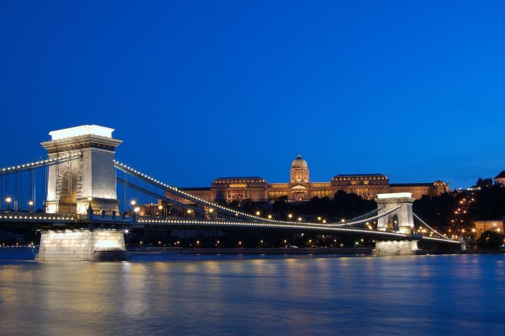 Budapester Kettenbrücke und Palast