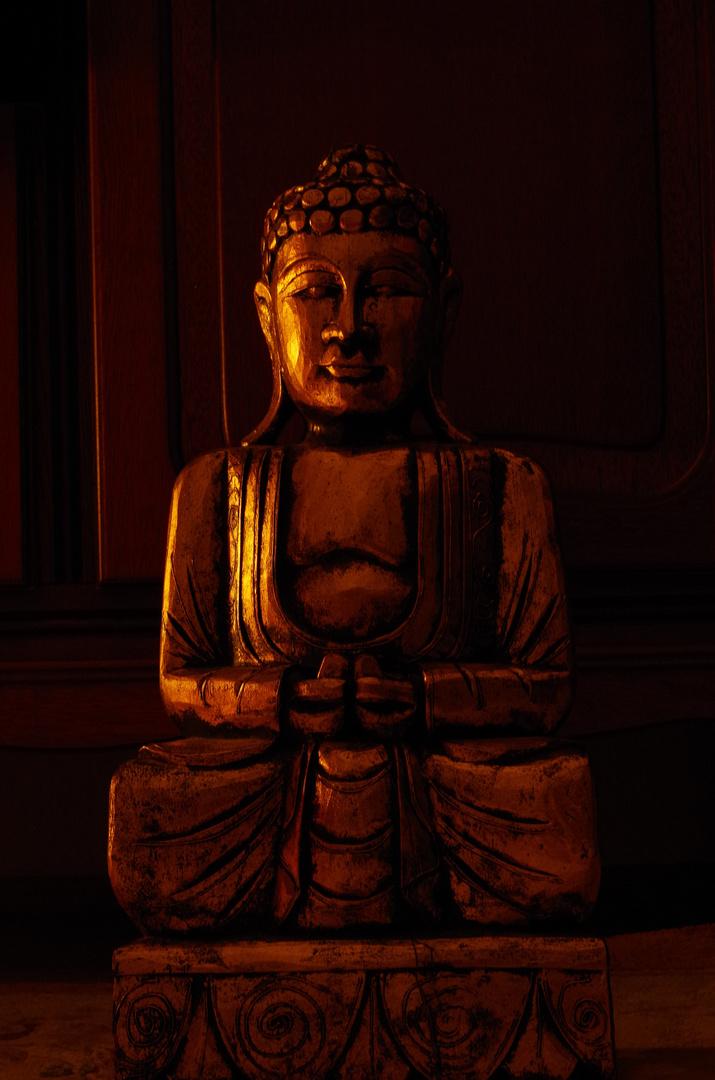 Buddha in der Dämmerung