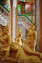 . . . buddha-skulpturen im phramahathat-chedi . . .