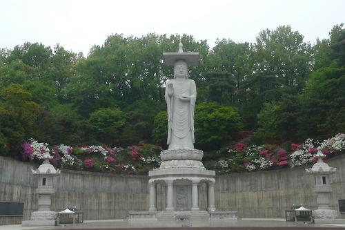 Buddha statue, Bongeunsa Temple, Seoul