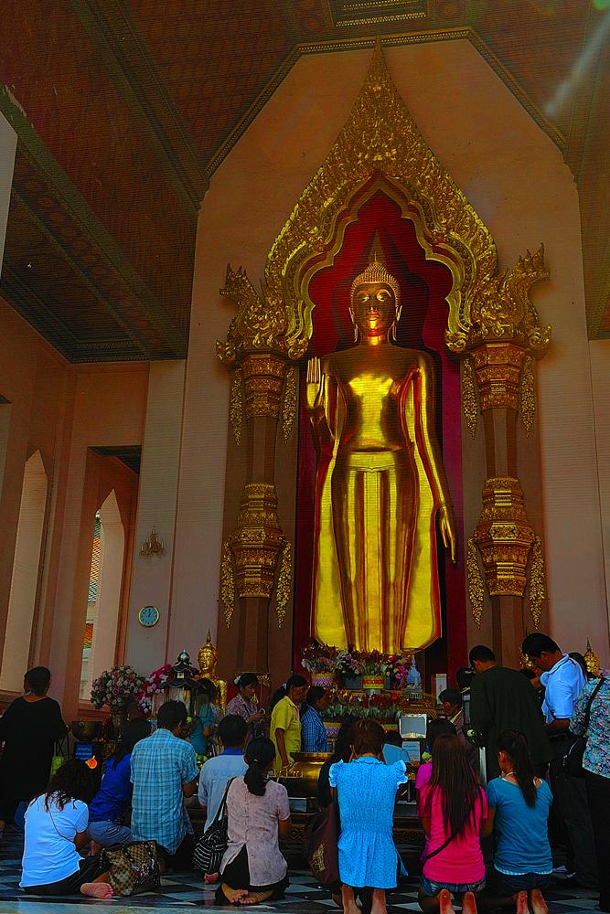 Buddhist believers at Phra Pathom