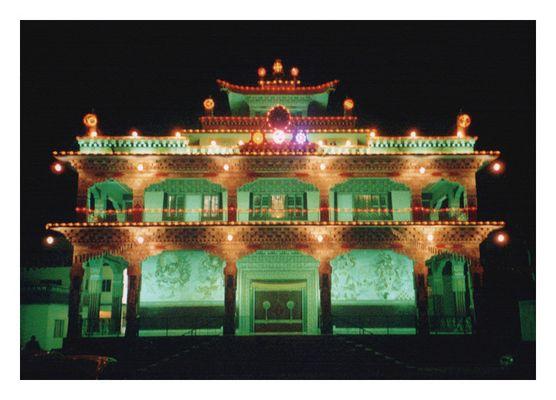 Buddhistischer Tempel nachts in Bodhgaya