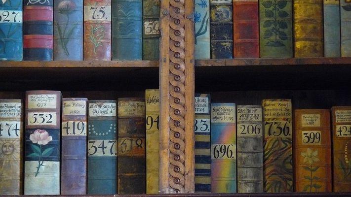 Bücher in der Prager Burg