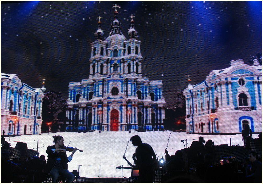 Bühnenbild beim Konzert - Künstler im Scherenschnitt - David Garrett