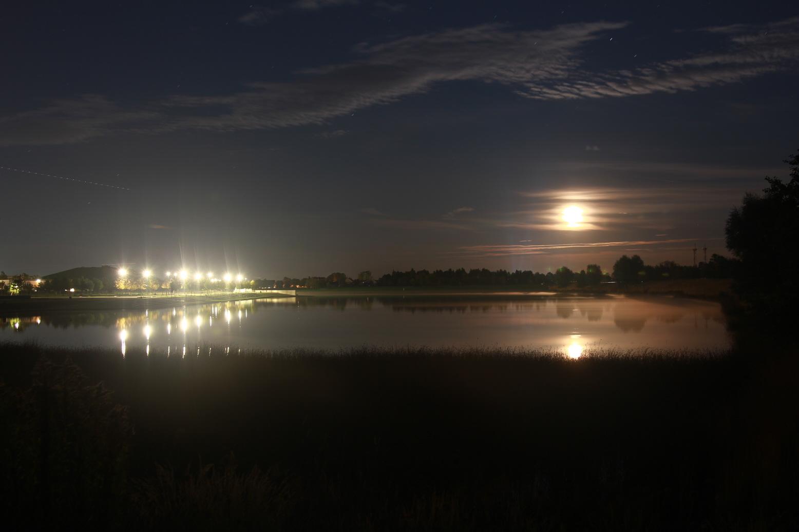 Buga Riem bei Nacht