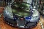 Bugatti 16.4 Veyron (vorne)