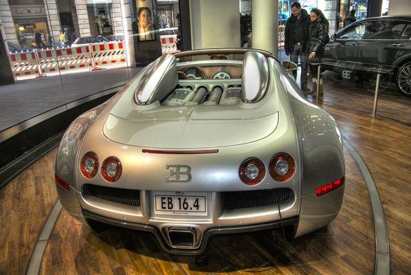 Bugatti Veyron - HDR fake
