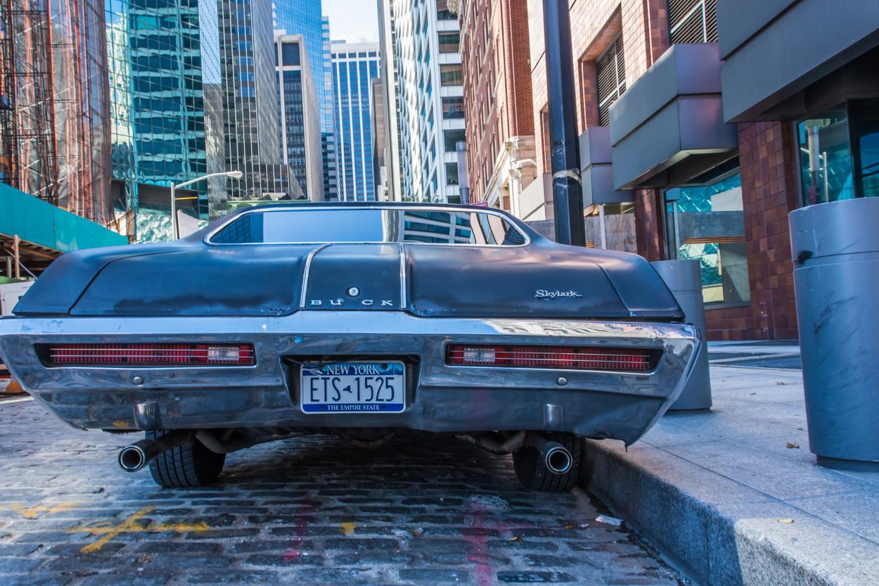 Buick in den Häuserschluchten von New York
