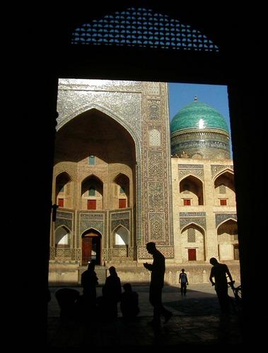 Bukhara, Uzbekistan (Blick aus dem Tor der Kalon Moschee)