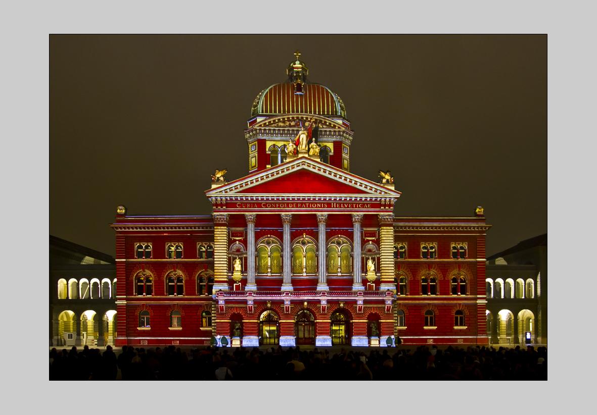 Bundeshaus - Lichtshow farbig