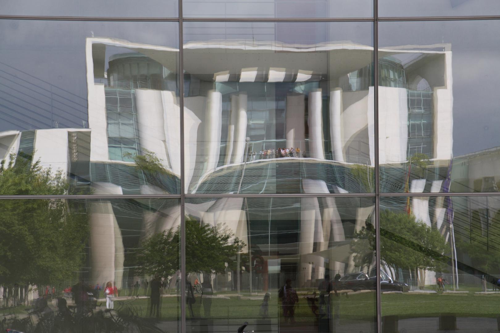 Bundeskanzleramt im Spiegel