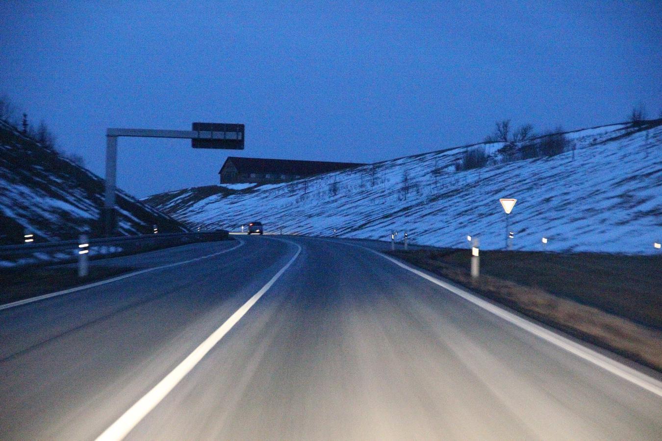 Bundesstrasse B2 hinter Gera im Winter