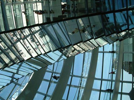 Bundestag: Wer steht hier kopf?