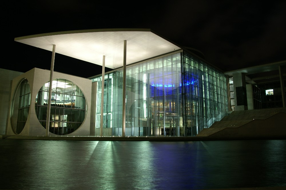 Bundestags-bibliothek an der Spree