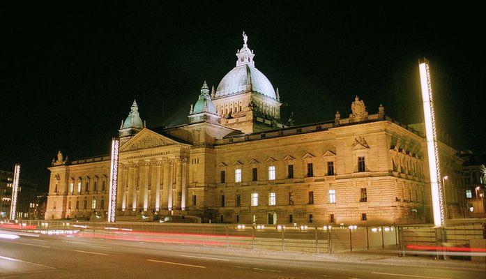 Bundesverwaltungsgericht in Leipzig bei Nacht