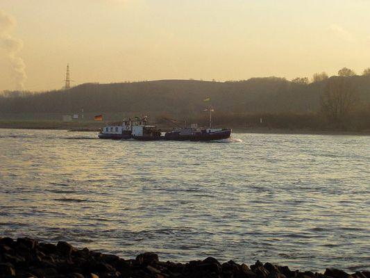 Bunkerboot auf dem Rhein