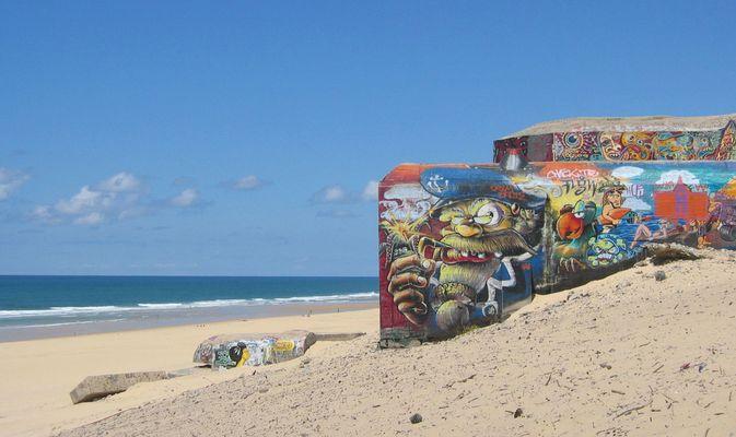 Bunkerkunst- bemalte alte Wehrmachtsbunker an der franz. Atlantikküste