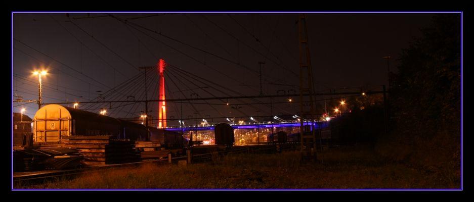 bunt beleuchtete Storchenbrücke
