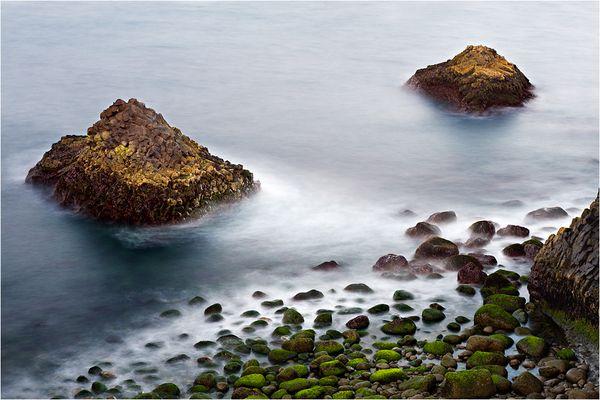 Bunte Basaltküste