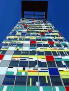 Bunte Fenster im Medienhafen Düsseldorf.