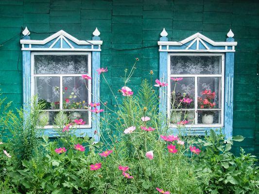 bunte Fensterläden in Sibirien für Prinzessinnen