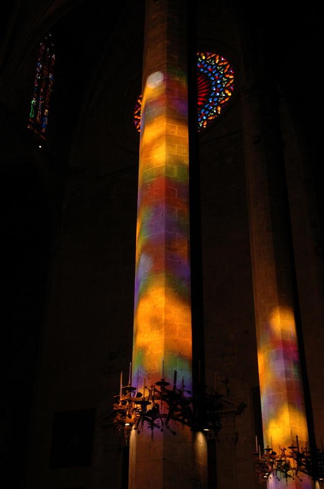 bunte Säulen in der Kathedrale Palma