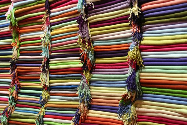 Bunte Stoffe auf dem Großen Bazar in Istanbul