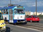 Bunter Strassenverkehr in Riga
