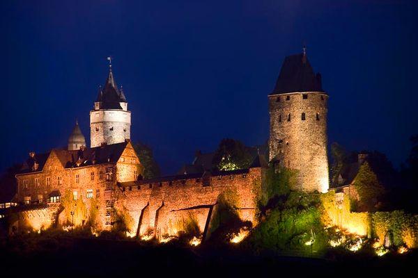 Burg Altena im Schimmer der Nacht II