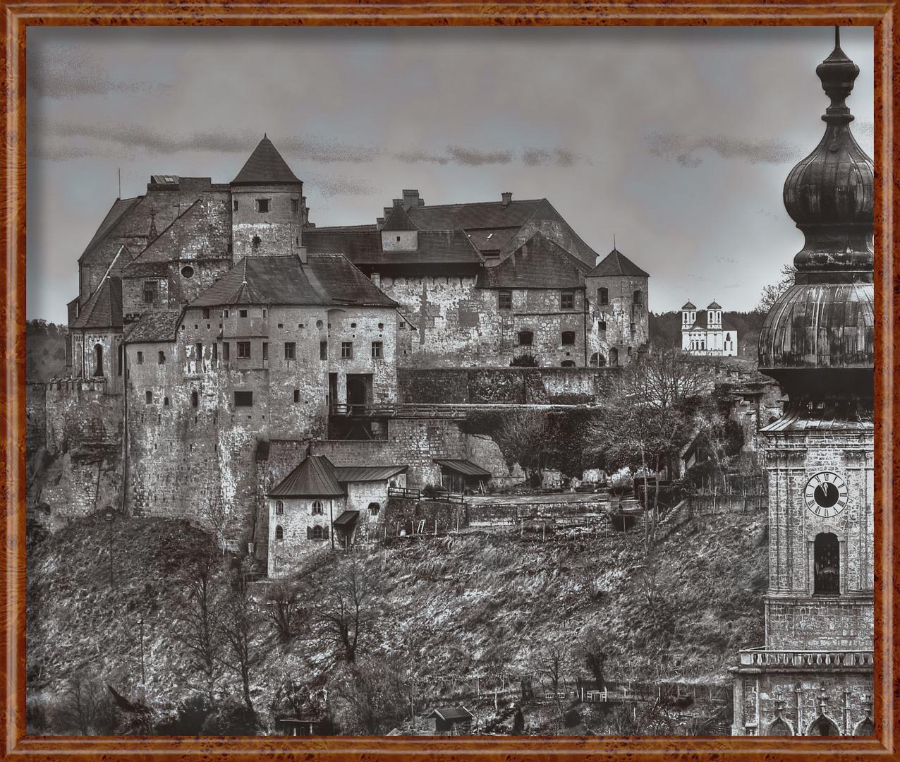 Burg Burghausen, Blick vom österreichischem Salzachufer
