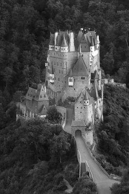 Burg Eltz (Black & White)