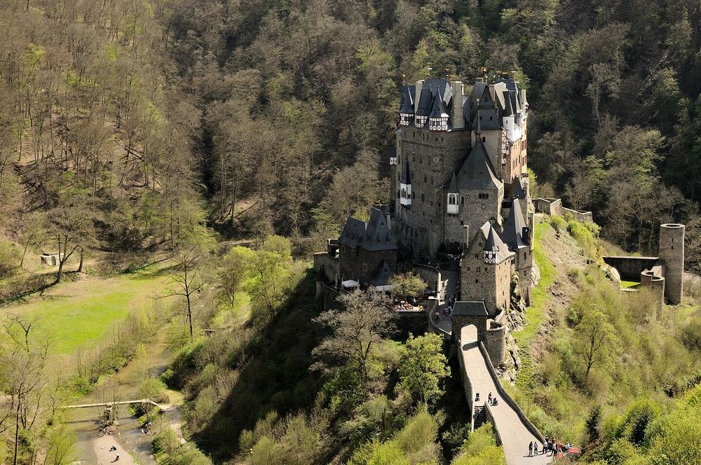 Burg Eltz, einer der schönsten und besterhaltendsten...
