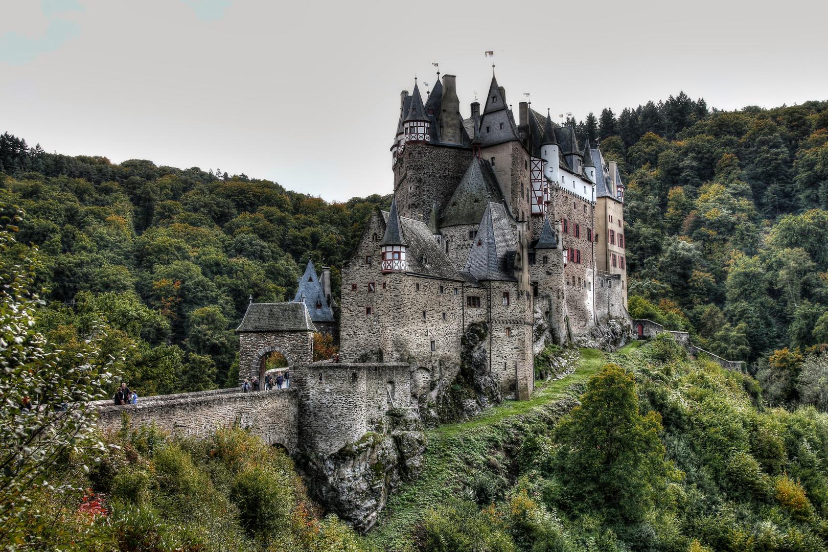 Burg Eltz im Herbst (1)