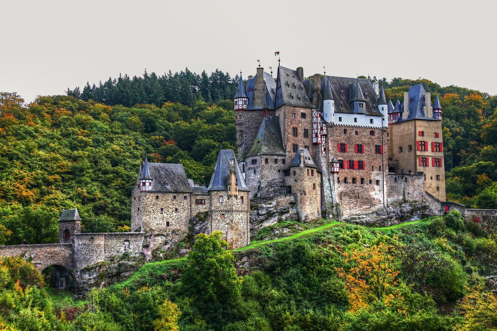 Burg Eltz im Herbst (2)
