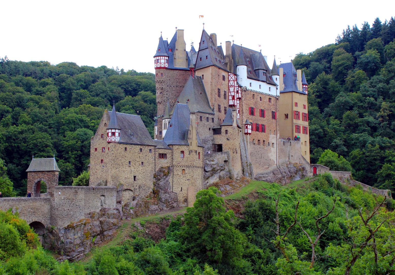 Burg Eltz - Seitenansicht
