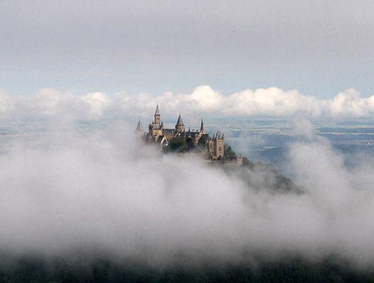Burg Hohenzollern im Hochnebel (01 - 2003)
