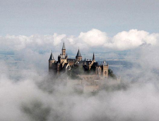 Burg Hohenzollern im Hochnebel ( 03 - 2003 )