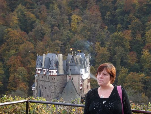 Burg im Rauch