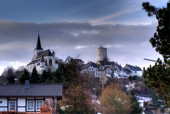 Burg Reifferscheid bei Hellenthal mit Ortskern
