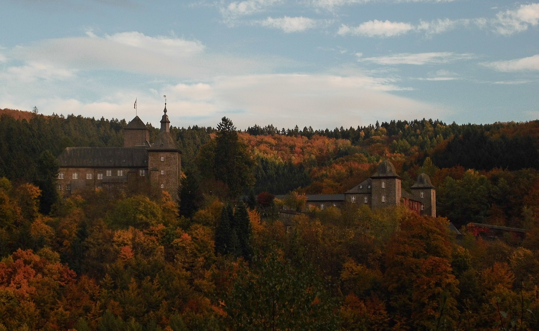 Burg Schnellenberg im Herbst