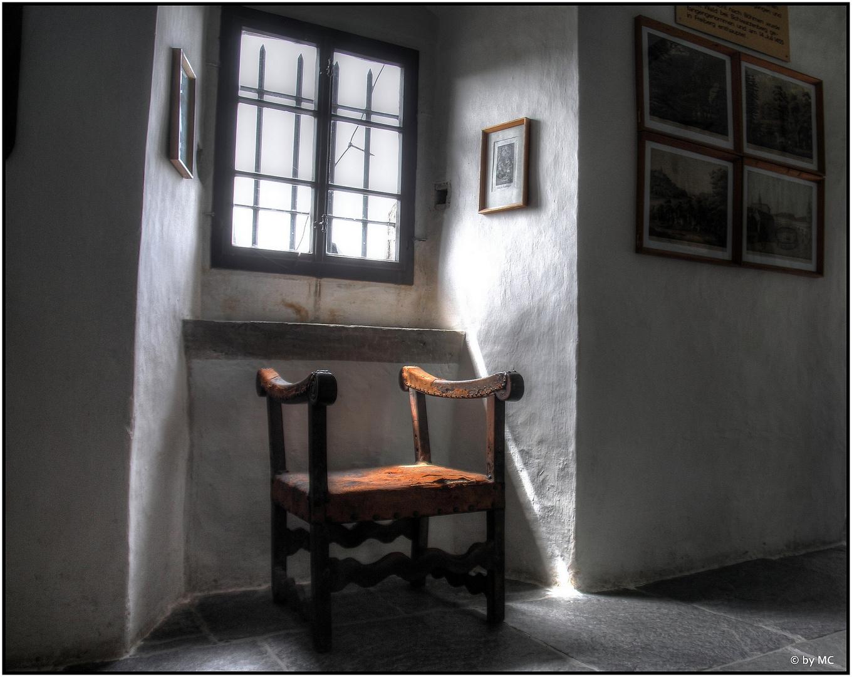 """Burg Stein: """"Stuhl am Fenster"""""""