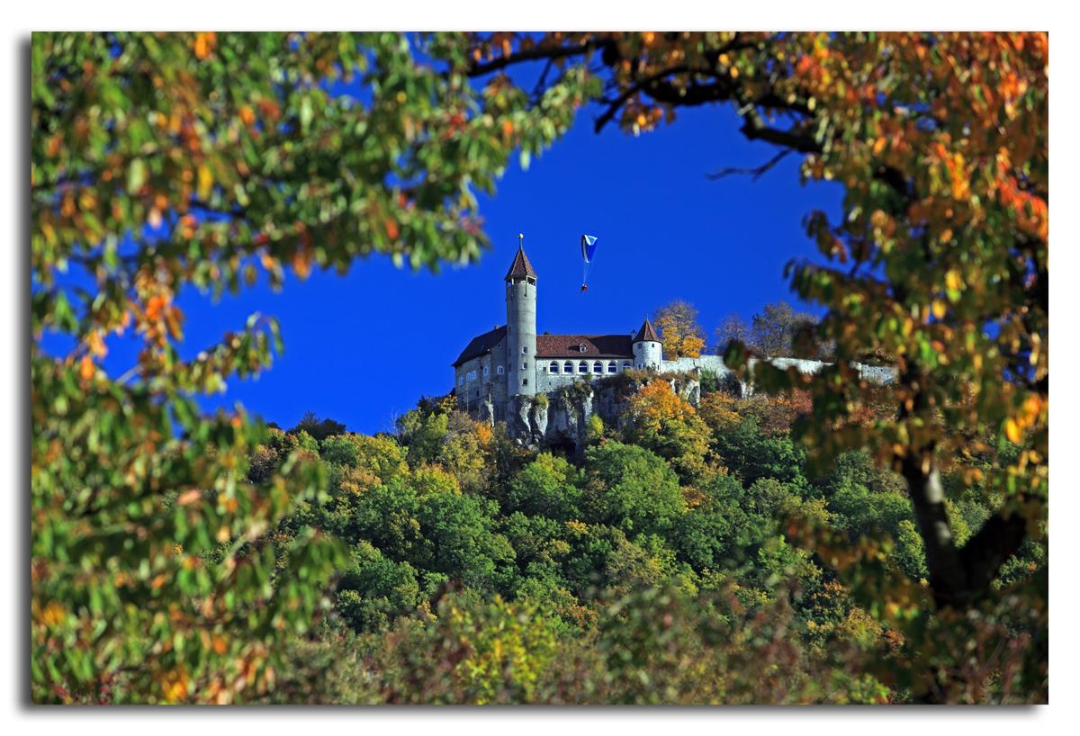 Burg Teck mit Gleischirmflieger