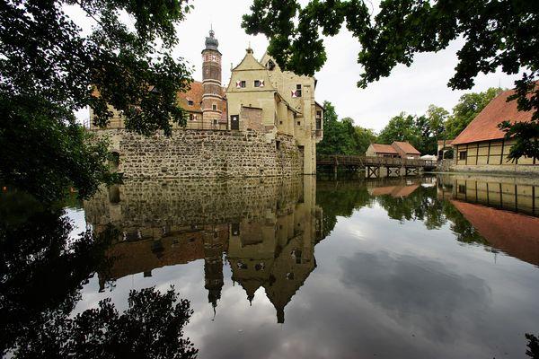 Burg Vischering gespiegelt.