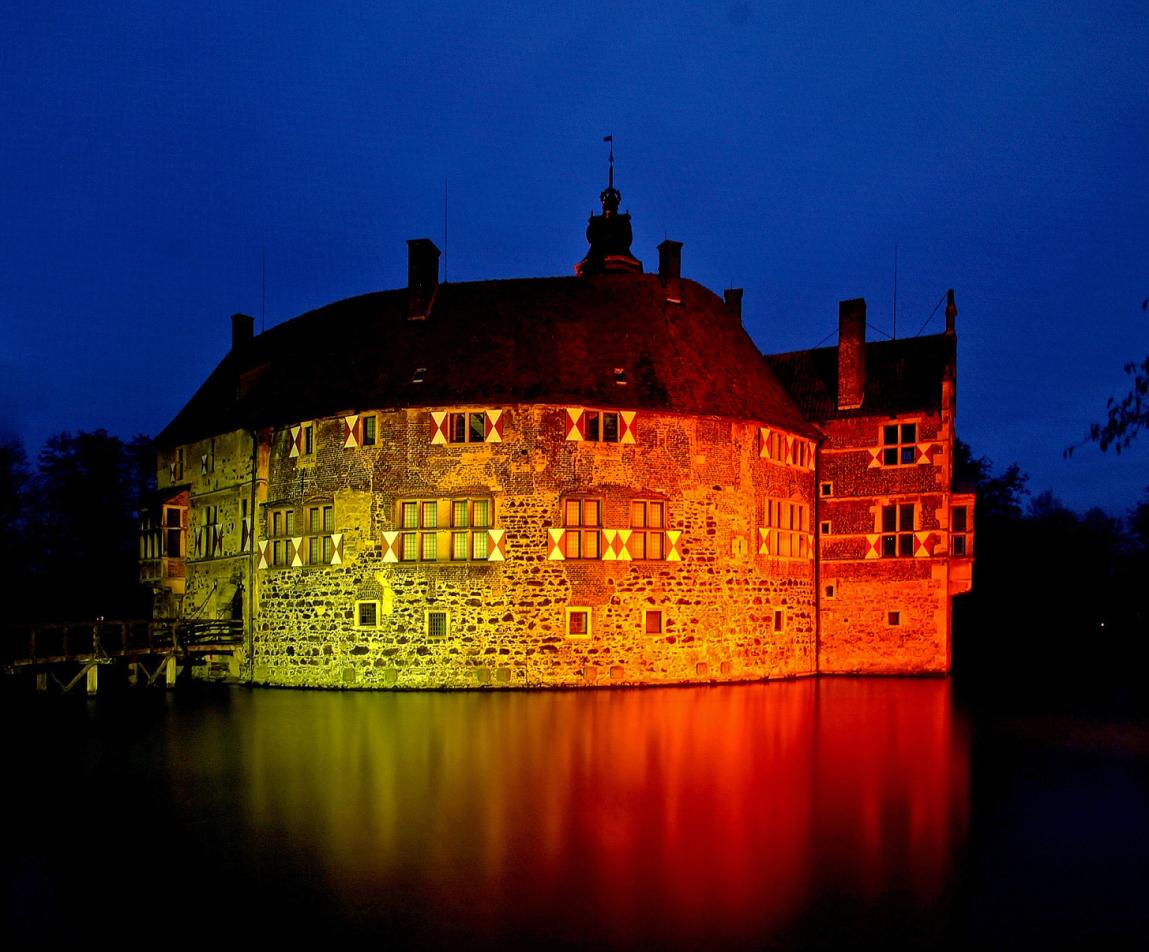 """Burg Vischering zur """"Blauen Stunde ..."""