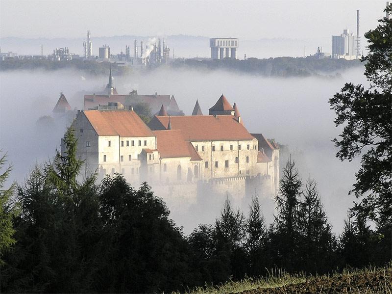 Burghausen im Nebel