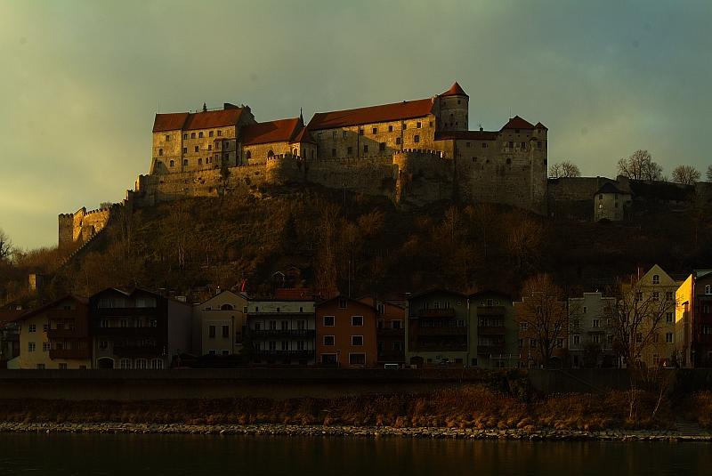 Burghauser Hauptburg (kurz vor Sonnenuntergang)