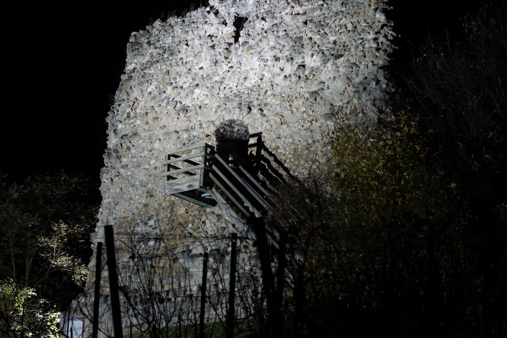 Burgruine Freienstein bei Nacht