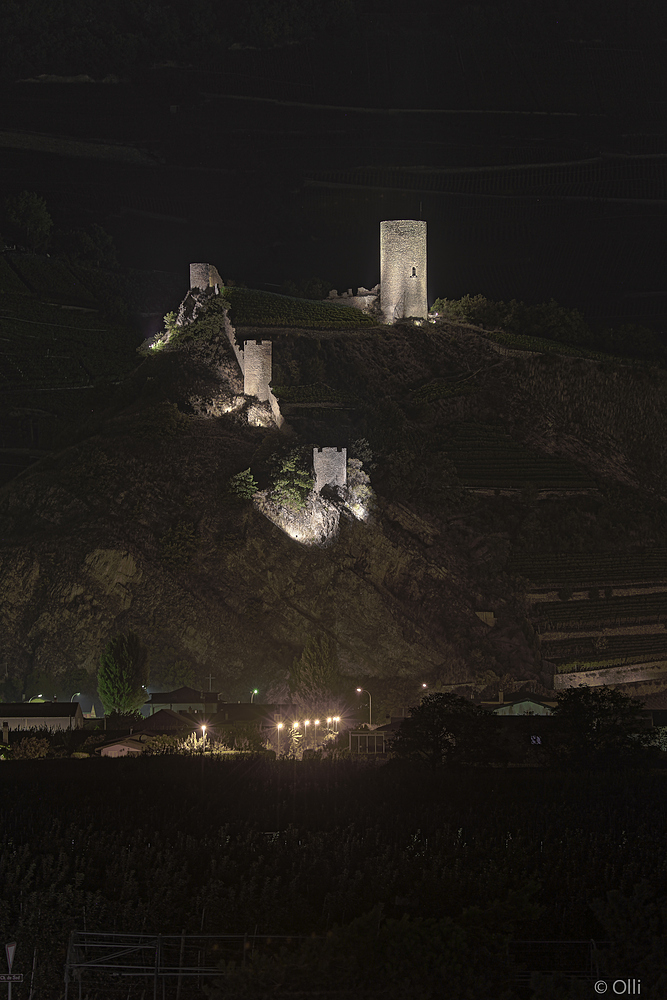 Burgruine von Saillon bei Nacht